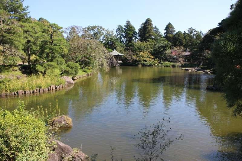 Ryuchi-no-Ike Pond in Naritasan Park.