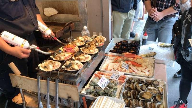 Grilled seafood! Yum!! (Tsukiji)