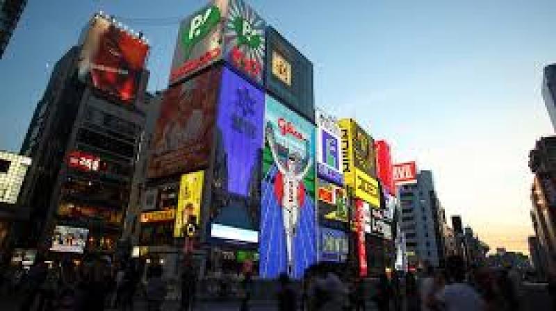 Centro de Osaka, Dotombori, siempre se ilumina así con tanta gente.