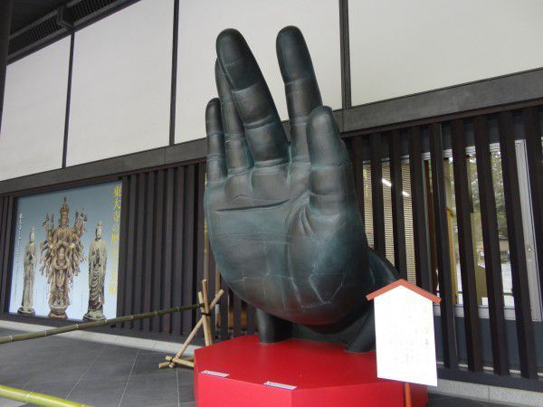 This is the same size as the right hand of the Great image of Buddha at Todaiji Temple.