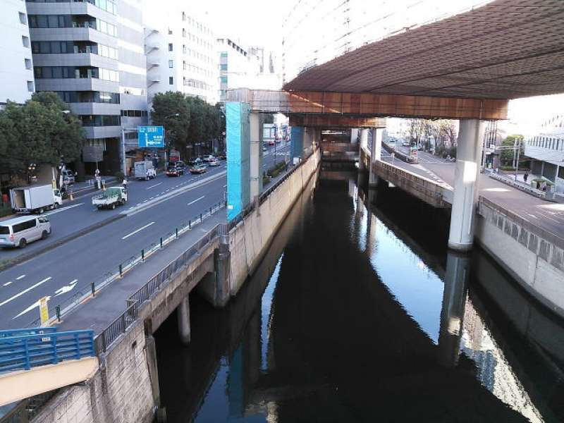 Kanda-gawa river near Iidabashi Station. This river used to be a part of outer moat of Edo Castle.