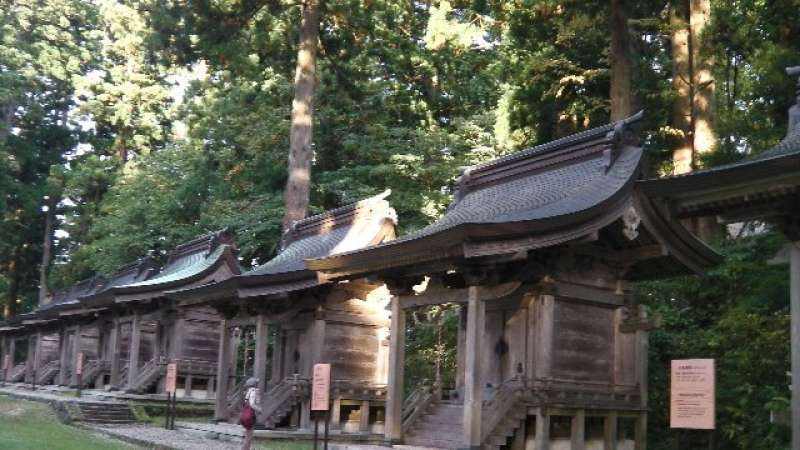 Small sanctuaries of other Japanese shrines in the main area