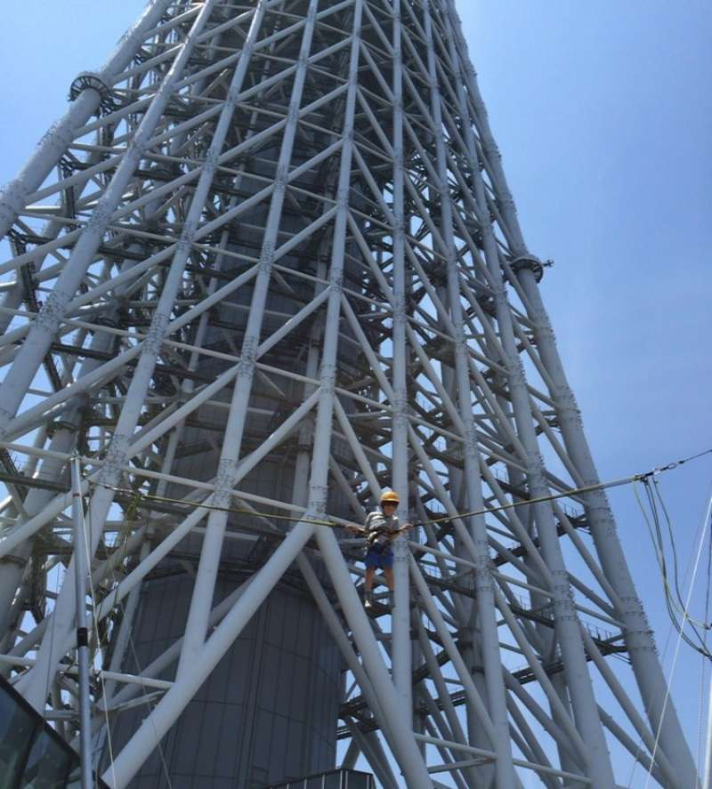 11. Tokyo Sky Tree holds sevaral attractions accoding to each season. Can you see a kid jumping up and down just at the foot of the tower?