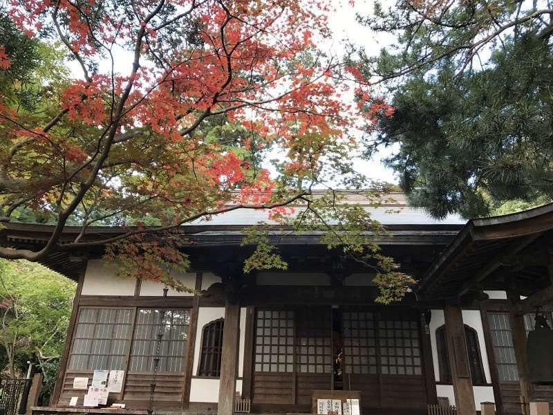 Kakuonji Temple, tucked in a serene valley basin, in Eastern Kamakura Area