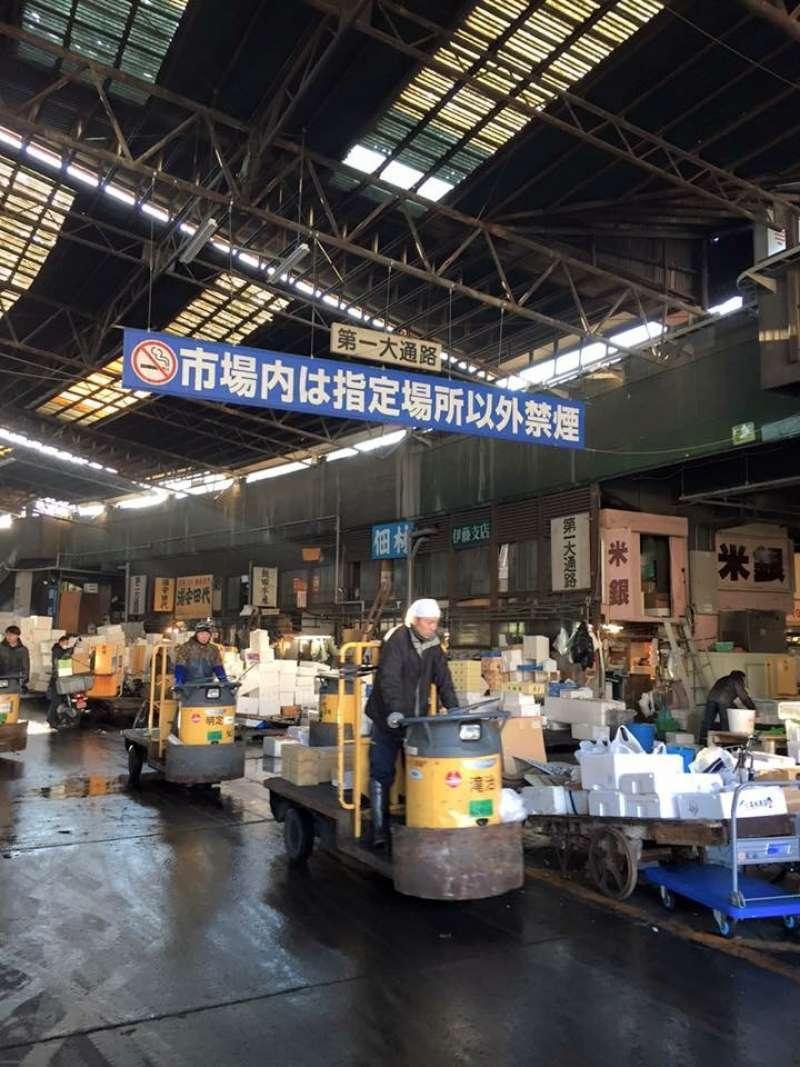 at the Tsukiji Inner Market-skillful driver!