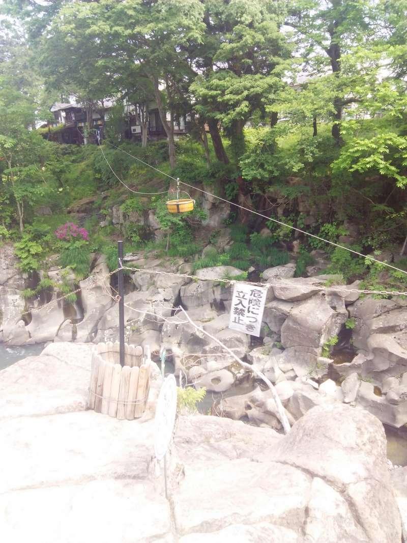 Flying kakko Rice dumpling across the river in Genbikei Gorge