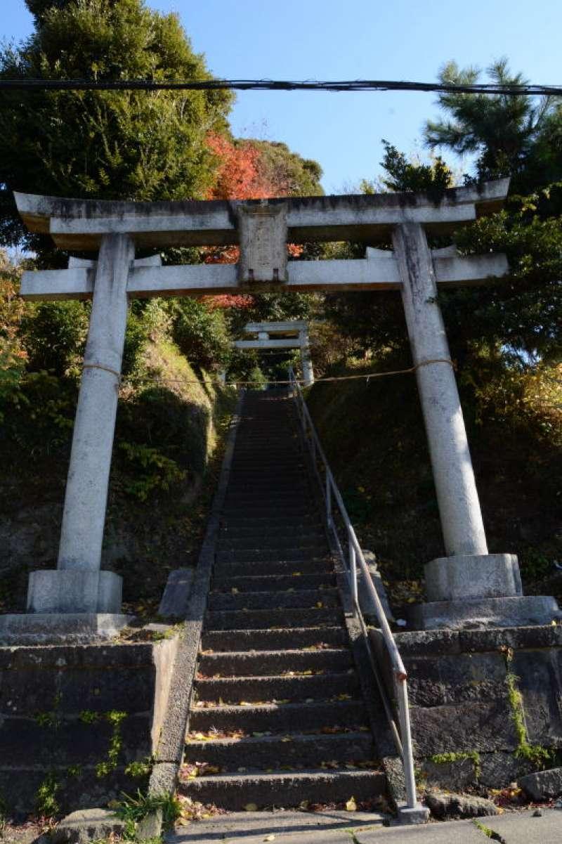 Approach to Meoto-ike Pond