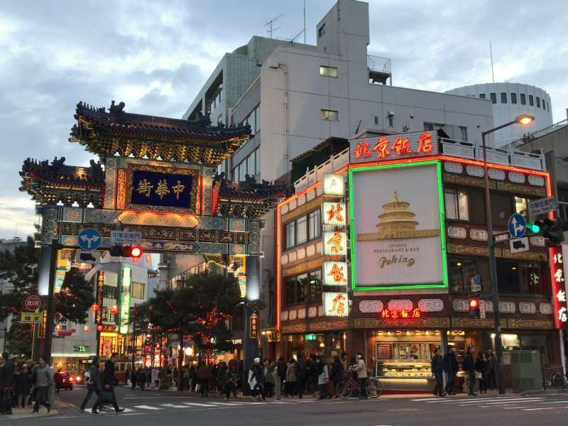 Yokohama Chinatown where you can enjoy the Four Major Chinese Cuisines consisting of Beijing, Shanghai, Cantonese,  and Sichuan cuisines