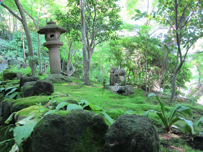 A stone lantern and Jizo statues, situated in the grounds of Hasedera Temple in Kamakura