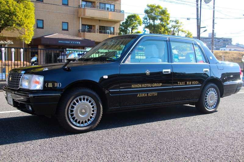 Sedan taxi for 4 people