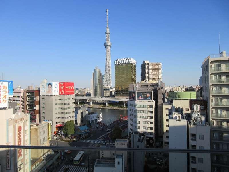 Tokyo Sky Tree and Asahi brewery company's buildings.