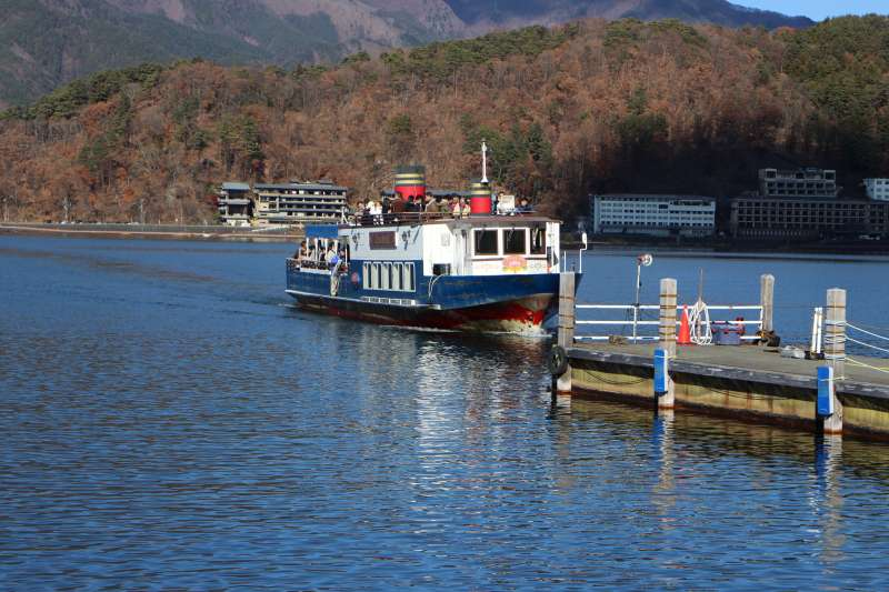 Pleasure cruise on Lake Kawaguchiko. You can easily enjoy 20 minute cruise on the lake.