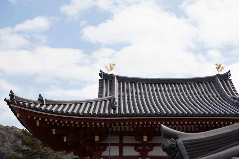 The golden Phoenix, an imaginary bird, and the roof of the hall.