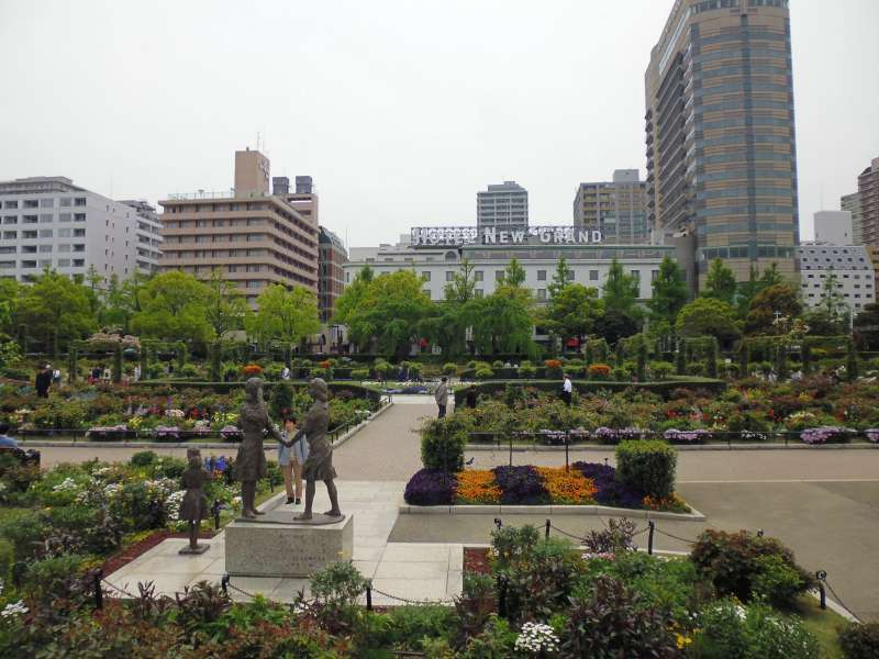 Yamashita Park: Established in 1927, Hotel New Grand in the background is one of the most famous hotels in Yokohama.