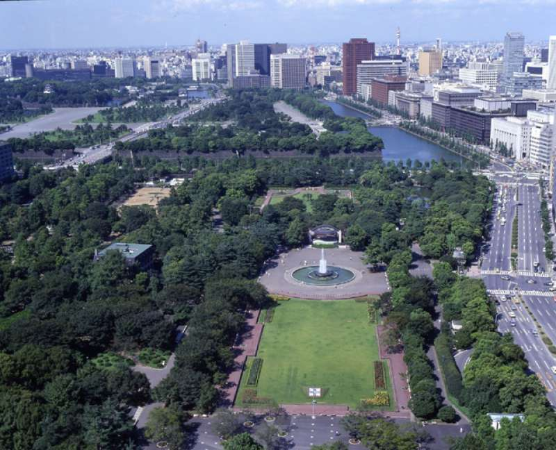 Hibiya park with 16 hectare, consists of Japanese style garden and western style garden with roses and tulips. You can relax and take deep breath even at the center of big town,Tokyo.