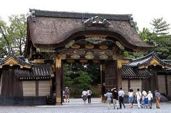 La puerta del Castillo Nijo tiene un diseño sin par.