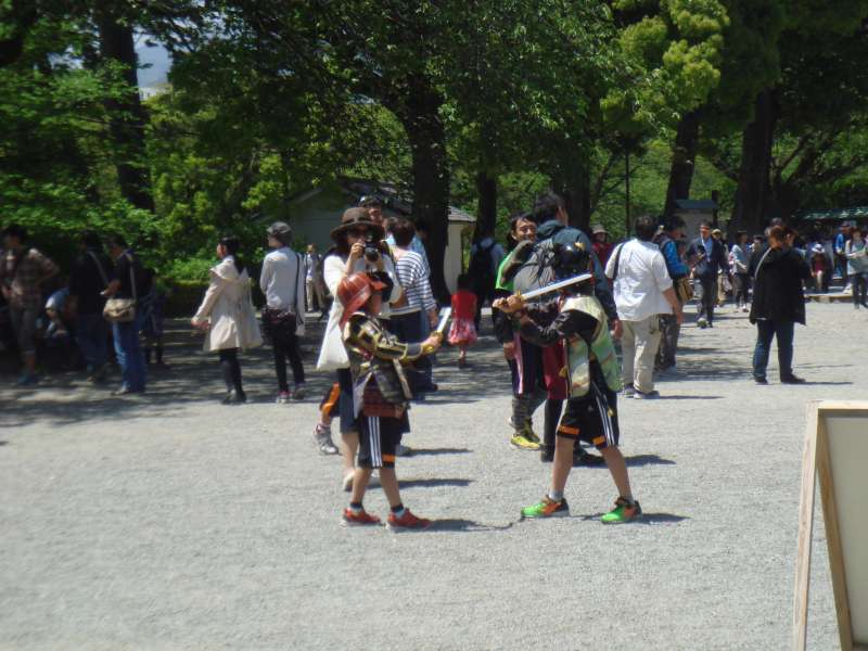 Little kids enjoy samurai play by wearing rental armours, helmets and plastic swords. History and samurai museum interestingly introduce visitors how a warring state looked like.