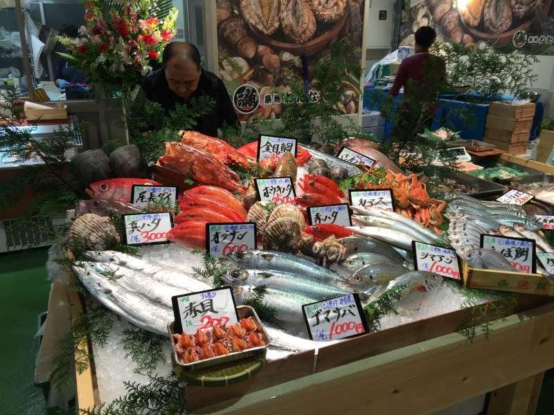 Fresh seafood in Tsukiji market