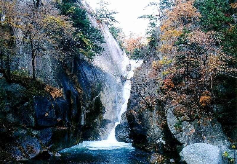 A big Sengataki fall at the end of Shosenkyo gorge.