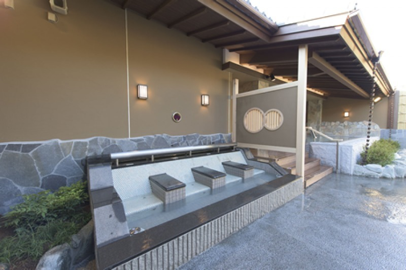 You can enjoy onsen outside.