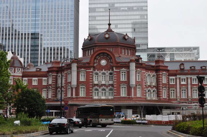 Tokyo station which was constructed in a western style is a symbol to show Japan started the way toward westernization.