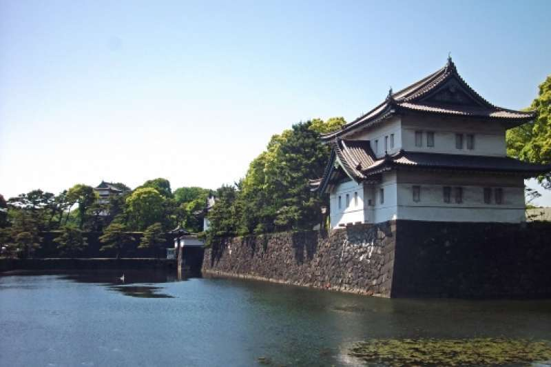 The visit to Imperial Palace Higashi-gyoen will give you a sensation to time slip to Edo era.