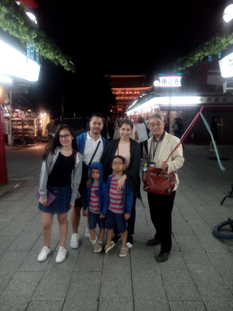 This photo was taken at the Sensoji Temple of Asakusa with a family of Philippine. They were so nice a family.
