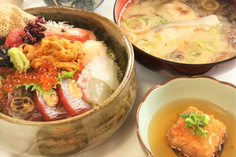 This is one of the best restaurant along Nichinan coast. They serve fresh and delicious fish and seafood everyday.