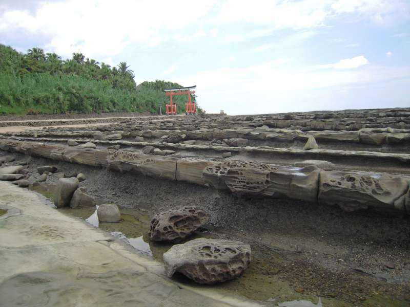 You will be amazed to see this curious wave-shaped rock formation surrounding Aoshima island.
