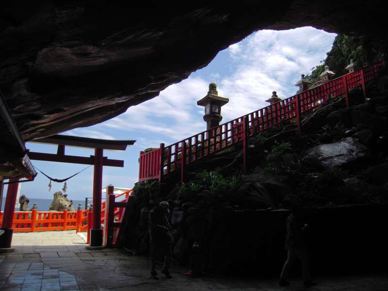Udo shrine is in a cave.  Even it's very hot outside, inside of the cave is always cool.
