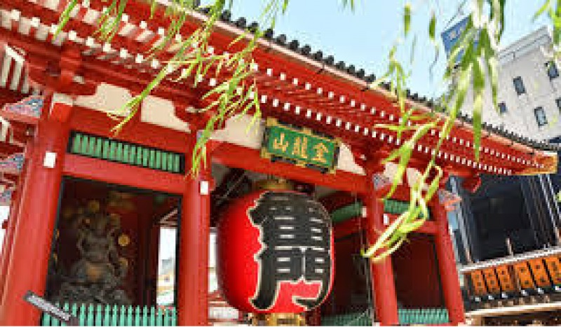 Asakusa- Sensoji Temple - One of the landmarks in Tokyo. The oldest and the largest temple in Tokyo.