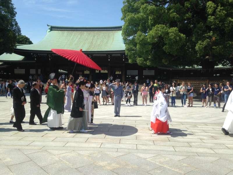 Wedding ceremony at the Meiji-jingu Shrine. (W2)