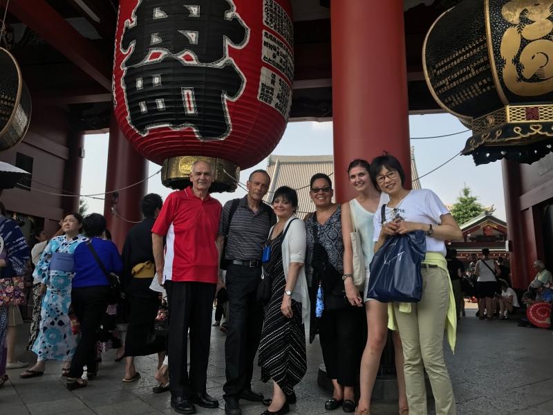 Sensoji temple in Asakusa is one the most popular tourist attractions. (E1)