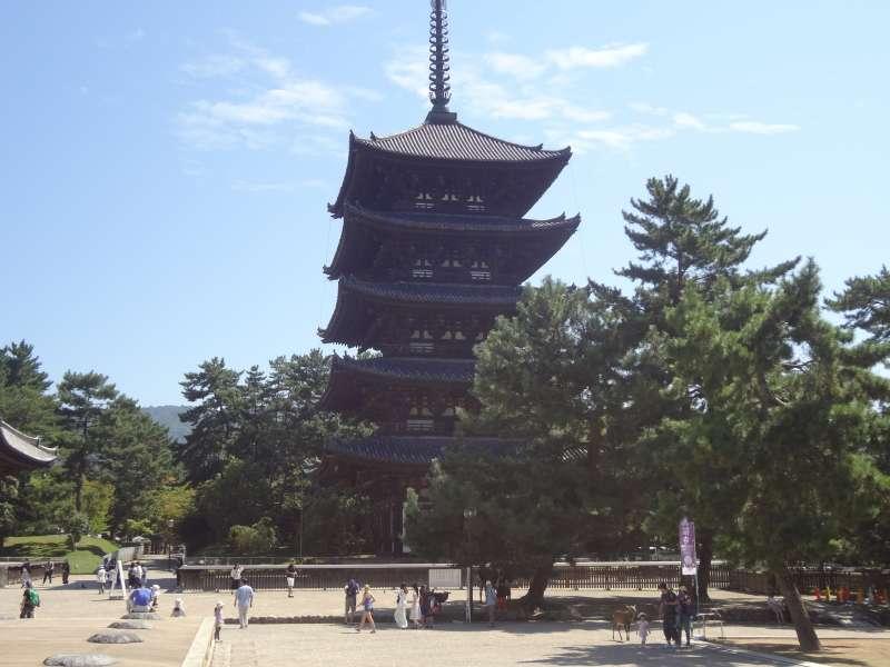 Five-storied Pagoda of Kofukuji Temple (National Treasure, Muromachi period, 1426)