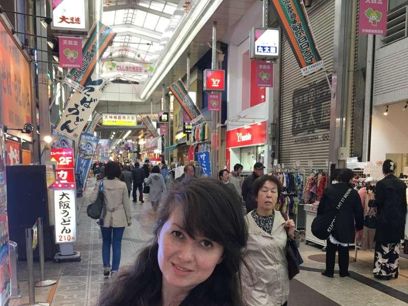 La Avenida de Tenjinbashi-suji, es la avenida comercial más larga de Japón (tiene unos 4 kilómetros).