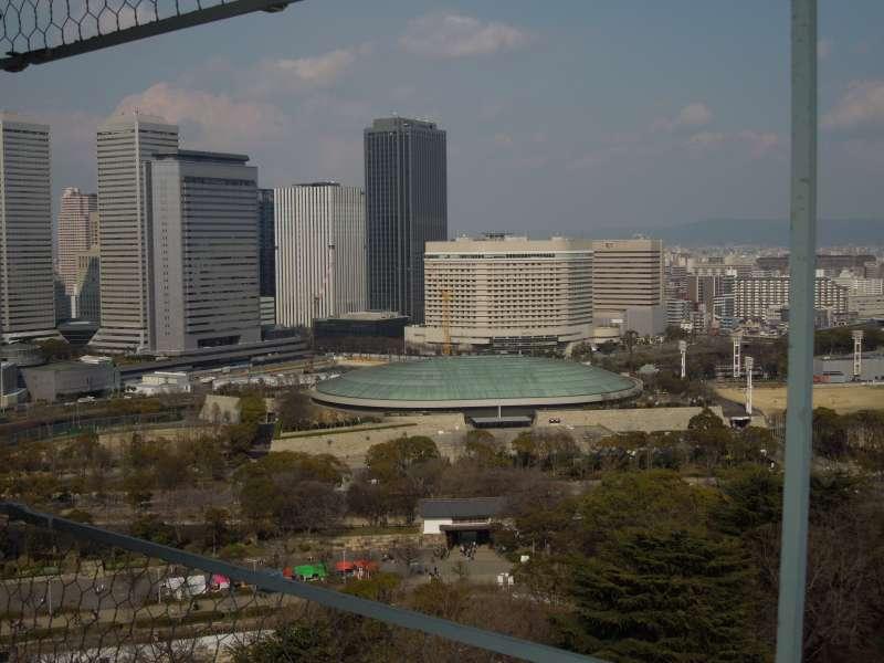 El mirador del castillo tiene panorama bonito de la ciudad.