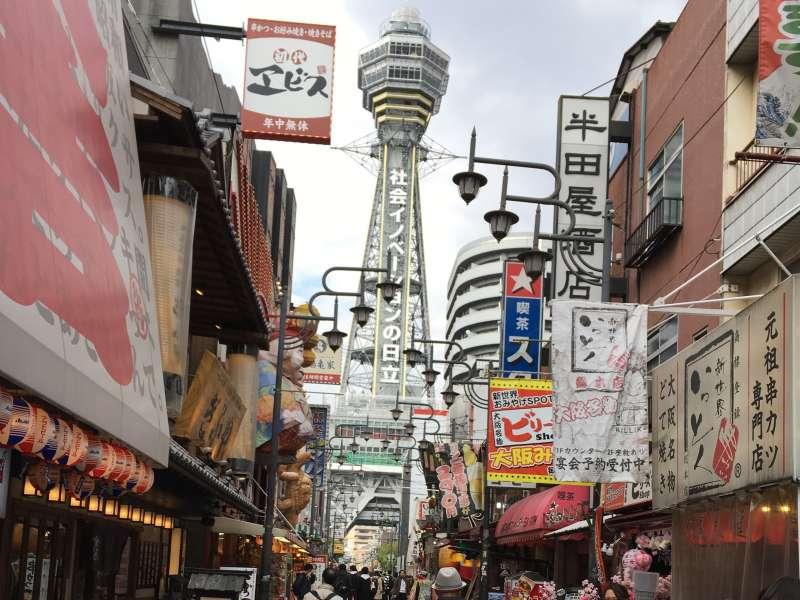El barrio de Shinsekai se conoce como un paraíso de gastronomía.