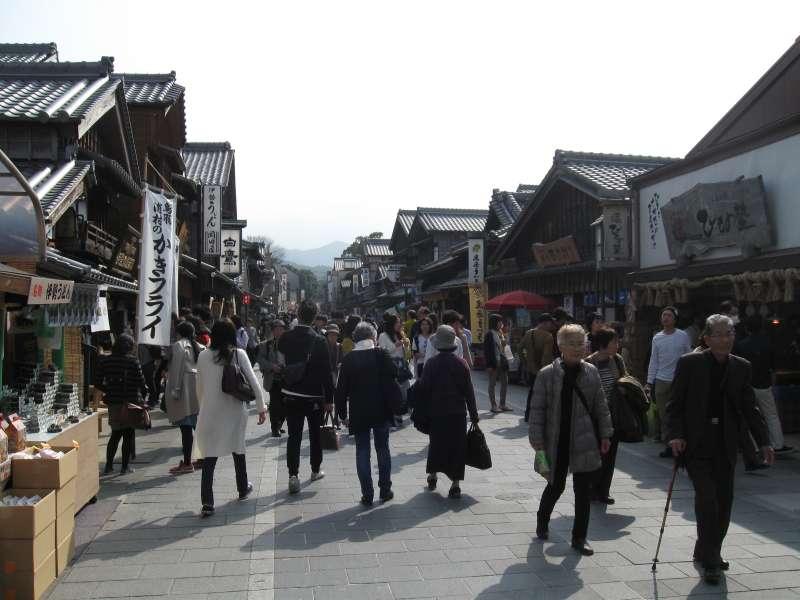 In the Oharai-machi, Shopping Promenade