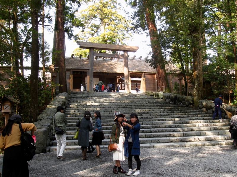 In front of the sanctuary of Naiku