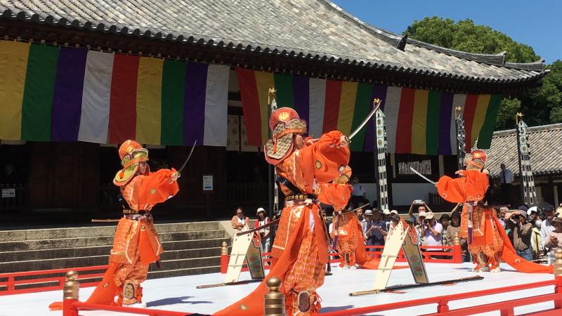 Bugaku at Uchiwamaki Ceremony in Toshodaiji Temple in May