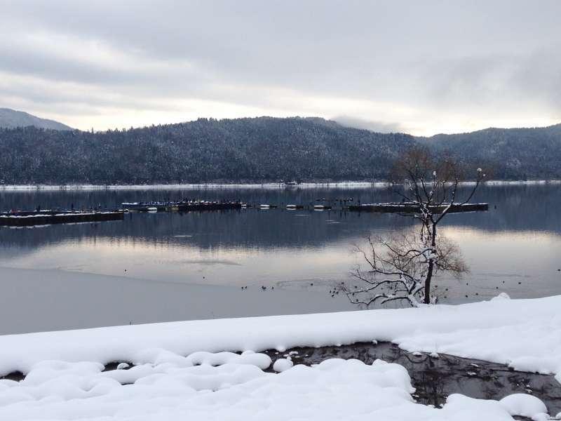 [Feb.] Calm Lake Yogo on Snowy Day