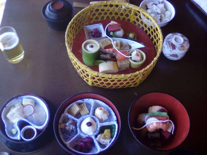 Option: Lunch at a traditional Japanese restaurant in Ueno Park