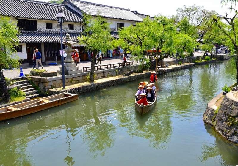 The Kurashiki Bikan (aesthetic) Area, where you can enjoy the boat ride along the canal.