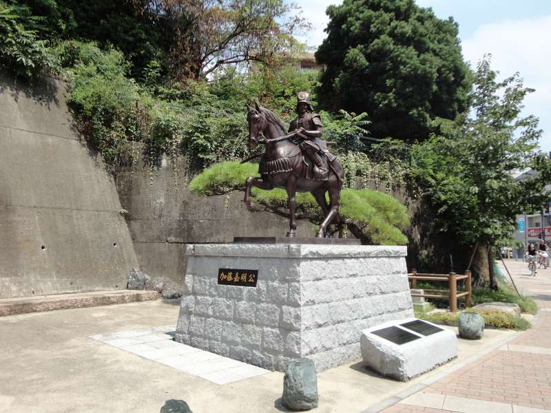 Statue of the founder of the castle, Kato Yoshiaki.Permitted to construct a castle in 1600 by Ieyasu Tokugawa, Yoshiaki began constructing the castle in 1603. It took 25 yeas to complete it.