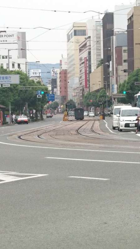 The Ichiban-sho street, along which the central and prefectural government offices are located. Trams run along the street.