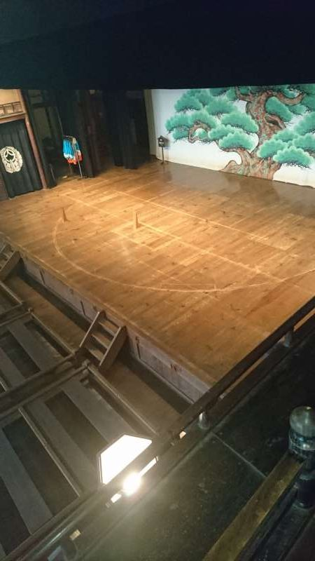 The center of the stage can revolve. This is useful for changing scenes and cleary contrasting the current scene from the previous one. In the past the operation was made manually with several men pushing the bar in the basement but today it is done electrically.