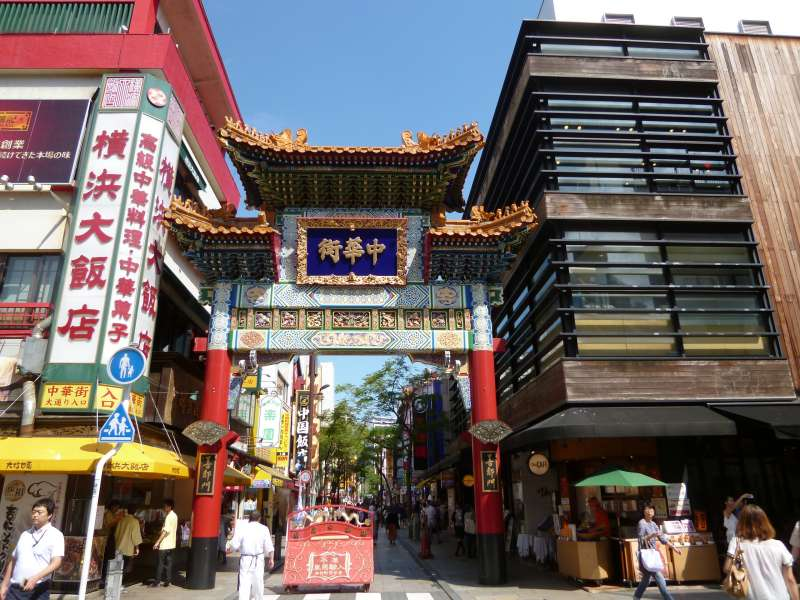 Welcome Arc to Chinatown - 400 shops and restaurants, 2 Chinese temples (#4)