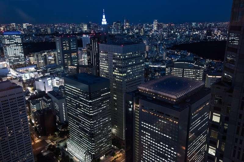 Shinjuku: Puesta del sol y la vista nocturna, en Tocho