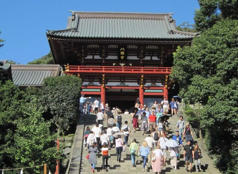 Tsurugaoka-Hachiman-gu shrine:The main shrine built by Minamoto Yoritomo in 1180.