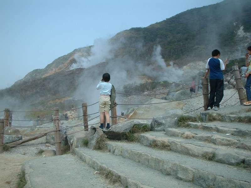 Owakudani: volcanic crater area.